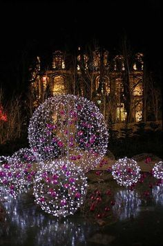DIY decoration ideas - to design the garden for Christmas- DIY Deko Ideen – zu Weihnachten den Garten gestalten DIY decoration ideas – make the garden for Christmas, make luminous Christmas balls, with fairy lights as a garden decoration - Noel Christmas, Outdoor Christmas, Christmas Balls, Christmas And New Year, All Things Christmas, Christmas Crafts, Christmas Recipes, Family Holiday, Christmas Garden