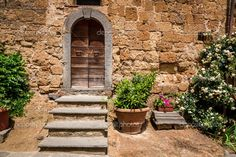 depositphotos_49594801-Old-porch-in-Tuscany.jpg (1023×682)