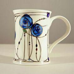 Charles Rennie Mackintosh a réalisé un merveilleux design de tasse dont on peut certainement s'inspirer pour un projet estival!  Venez nous visiter au Crackpot Café pour réaliser votre prochain projet de peinture sur céramique!