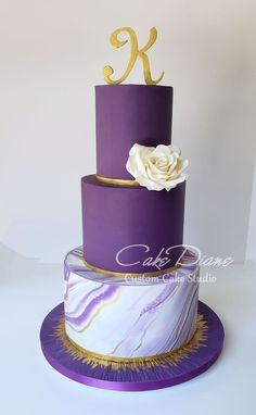 Purple and gold marble cake with single white rose. - Celebration cakes for women, Party organization ideas, Party plannig business Purple Cakes, Purple Wedding Cakes, Pretty Cakes, Beautiful Cakes, Marble Cake, Gold Marble, Sweet 16 Cakes, Gold Birthday Cake, Cakes For Women