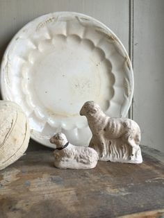 Ironstone plate with antique sheep figurines. French Farmhouse, Farmhouse Style, Farmhouse Decor, French Country, French Cottage, Cottage Farmhouse, Cottage Style, Vintage Design, Vintage Decor