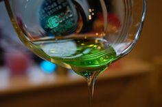 Tea tree oil - e efficace contro le afte e l'alitosi. Basta utilizzarne 2 o tre 3 diluite in un bicchiere d'acqua, con cui effettuare risciacqui o gargarismi.