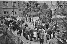 Paardenmarkt in het Julianaplantsoen ± 1935, met links op de achtergrond het Kantongerecht en rechts de Marechausseekazerne, later Politiebureau.