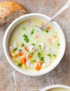 Zupa z kurczakiem, marchewką i groszkiem