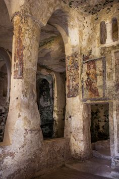 Byzantine artists painted these exquisite frescos in Santa Lucia alle Malve | Matera, Sassi. c800-1200 CE.