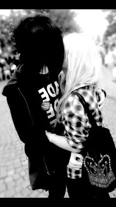 (Be him can go any where) Me and you have been together for a while we were on way to home form school we kissed till we Heard people laughing Cute Emo Couples, Scene Couples, Tumblr Couples, Couples Images, Couples In Love, Emo Love, Cute Love, Types Of Kisses, Grunge