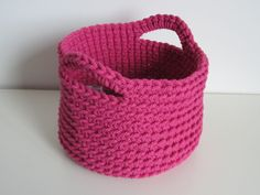 No Pattern but what a great idea for scrap yarn or even t-shirt yarn !