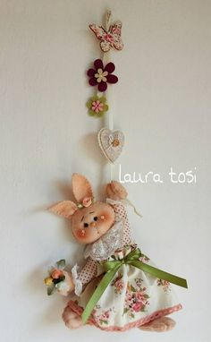 Felt Crafts, Diy And Crafts, Easter Arts And Crafts, Baby Food Jar Crafts, Handmade Stuffed Animals, Easter Egg Designs, Crochet Decoration, Spring Projects, Felt Decorations