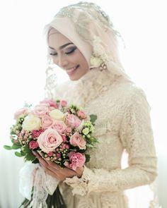 From the wedding of Rarhas and Adit . #ruangphotoworks #bayuwidinugroho #weddingday #traditionalwedding #javawedding #adat #prewedding #preweddingvideo #mua #muasurabaya #muahijab #muahijabsurabaya #muamalang #photographersurabaya #wedding #party #akadnikah #fotografersurabaya #vscocam #bridestory #instagram #vendorweddingsurabaya #surabayaweddingvendor #weddingphotography #tradisionalwedding #rarhasaditwedding #Leica #leicam . Event organizer by @maharagung.organizer Makeup by @heramua…