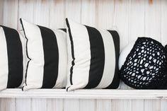 Almohadones blanco y negro I black and white - lampra @crivos #deco #decor #decorating #designyourlife #lifestyle #decoração #interiordesign #interiordecor #decotrends #handmade #weave #tejido #pillow