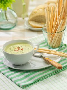 Delicious recipe from Oil & Vinegar recipe recipe soup soup Healthy Cooking, Healthy Soup, Healthy Recipes, Healthy Eating, Mexican Food Recipes, Soup Recipes, Cooking Recipes, Avocado Soup, Avocado Cream