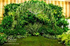 Ý tưởng cưới 2013: cổng hoa cưới đẹp - Bliss Wedding Planner  Wedding arch inspired by tropical jungle by Bliss Wedding Planner  #wedding #weddingplanner #blissweddingplanner #weddingideas #weddingarch #weddinggate