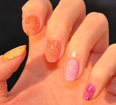 ZeChaudronMagik: 70's nails!!