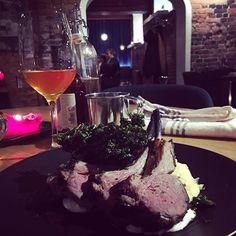 #linnankellari #tunnelmaa #food Alcoholic Drinks, Wine, Glass, Food, Alcoholic Beverages, Meal, Drinkware, Essen, Hoods