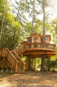 Architecture House Wood Love this treehouse on orca island designed by Pete Nelson from Treehouse masters Beautiful Tree Houses, Cool Tree Houses, Treehouse Masters, Tree House Plans, Tree House Designs, Orcas Island, Island Design, Cabin Homes, Tree House Homes