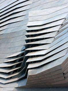Textura fragmentada Arquiteto: Coop Himmelb(l)au - refêrencias | Arkpad