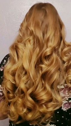 Heatless Curls with just 4 Cozy Curlers! Heatless Curls with just 4 Cozy Curlers! Heatless Hairstyles, Heatless Curls, Curled Hairstyles, Long Thick Hairstyles, Curlers For Long Hair, Long Curly Hair, Wavy Hair, Curling Thick Hair, Hair Curling Tips