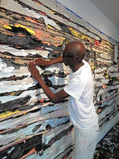 Artist Mark Bradford Using a unexpected materials to make a collage Robert Rauschenberg, Joan Mitchell, Artist Art, Artist At Work, Mark Bradford, Picasso Paintings, Art Paintings, Collage, American Artists