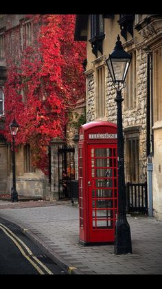Oxford, England, just outside London. I may have stood in this very telephone booth when visited Oxford a few years ago! Oxford England, England Uk, Cornwall England, Yorkshire England, Yorkshire Dales, Places Around The World, Oh The Places You'll Go, Places To Travel, Around The Worlds