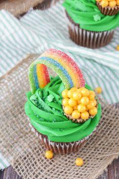 Gold Cupcakes, Rainbow Cupcakes, Fun Cupcakes, Cupcake Cakes, Cupcake Ideas, Cupcake Recipes, Spring Cupcakes, Dessert Recipes, Cup Cakes