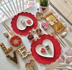 'Cos Love is all we need.batu with ・・・ Günay… 'Cos Love is all we need. Valentines Food, Valentines Day Decorations, Food Decoration, Table Decorations, Romantic Table Setting, Anniversary Gifts For Couples, Food Platters, Romantic Dinners, Romantic Picnics