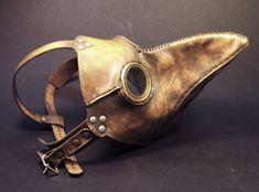 Máscara medieval contra contaminação das pestes e epidemias. Usadas frequentemente pelos médicos, padres e voluntários.