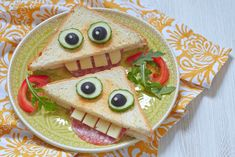Sandwich for kids idea Cute Snacks, Cute Food, Good Food, Yummy Food, Food Art For Kids, Cooking With Kids, Fun Sandwiches For Kids, Back To School Lunch Ideas, Snacks Saludables