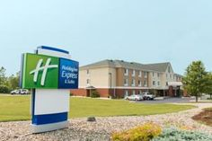 Jackson (MI) Holiday Inn Express Jackson United States, North America Set in a prime location of Jackson (MI), Holiday Inn Express Jackson puts everything the city has to offer just outside your doorstep. The hotel offers a wide range of amenities and perks to ensure you have a great time. Service-minded staff will welcome and guide you at the Holiday Inn Express Jackson. Each guestroom is elegantly furnished and equipped with handy amenities. Take a break from a long day and ...