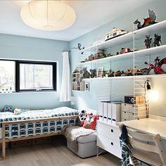 "277 mentions J'aime, 23 commentaires - Lerkefunkis (@lerkefunkis) sur Instagram : ""Finally; String shelves on my youngest son's room! #string #stringsystem #interior #design #boyroom…"""