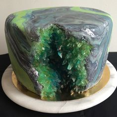Geode cake, vanilla cream cake with marble fondant and sugar crystals. Pretty Cakes, Cute Cakes, Beautiful Cakes, Amazing Cakes, Geode Cake, Crystal Cake, Dream Cake, Fancy Cakes, Creative Cakes