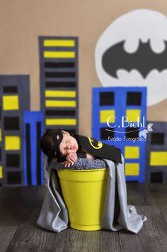 Ensaio Newborn - Porto Alegre - C.Biehl Estúdio Fotográfico - fotografia de bebê, fotografia de recém-nascido, newborn photography, newborn, ensaio de newborn porto alegre, melhor ensaio de newborn, fotografia de bebê, book de bebê, book fotográfico, super-hero mini session, estúdio fotográfico, super-herói, batman www.cbiehl.com.br