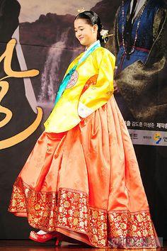 [포토] '해를 품은 달' 남보라, '우아한 한복 입고 조심스런 발걸음'
