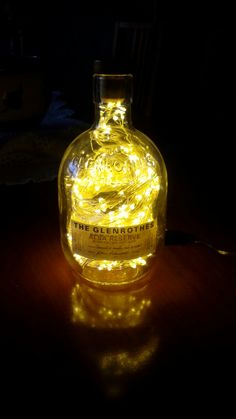 Buen whisky,bonita lampara