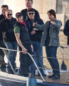 Jeremy Renner behind the scenes in MI:4 - Jeremy, are you stretching?