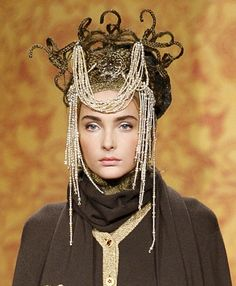 Chanel Headpiece Pre-Fall 2009 ❤ (not sure what to say. Coco Chanel, Chanel Pearls, Pearl Headpiece, Headdress, Russian Fashion, Russian Style, Lesage, Love Hat, Hair Art
