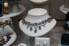 Diamonds are a Queens best friend. Royal Jewelry, High Jewelry, Jewelry Necklaces, Jewellery, Ruby Necklace, Ring Earrings, Pendant Necklace, Make Beauty, Belle Epoque