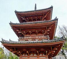 ㅤ ㅤㅤ ㅤ ㅤ ㅤ 宝積寺 急な坂を登ると三重塔が見えるてくる 秀吉が一夜で建てたという逸話も、。 ここまで来るのに何度も坂道を転がりそうになった(ノェ`o) でも来て良かった! ㅤ ㅤ ㅤ ㅤ ㅤ ㅤ ┄┈┈┈┈┈┈┈┈┈ #kyoto#Japan#kyototrip#unknownjapan#kyotojapan#instagramjapan#japangram#follow#explorejpn#icu_japan#loves_nippon#ig_japan#loves_united_kyoto#japan_daytime_view#team_jp_#tokyocameraclub#jp_gallery#京都#日本#天王山#神社仏閣#三重塔#秀吉#京都旅行#歴史散歩#写真好きな人と繋がりたい#そうだ京都行こう#####ポジティブ同盟#京都ともの会 天王山 宝積寺