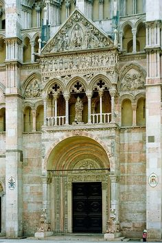 Italy - Ferrara: Basilica Cattedrale di San Giorgio or il Duomo (photo by netNicholls) dating from the century Wonderful Places, Great Places, Places To See, Places In Italy, Voyage Europe, Cathedral Church, Visit Italy, Northern Italy, Place Of Worship