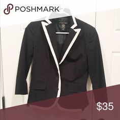 Ny&co blazer Preloved, this is a medium or large, if interested message me and I'll confirm. New York & Company Jackets & Coats Blazers