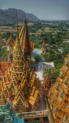 Thailand Explorer: Wat Tham Sua and Wat Tham Khao Noi in Kanchanaburi