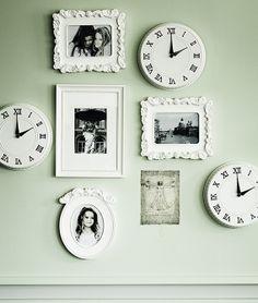 Uma parede, muitos relógios.