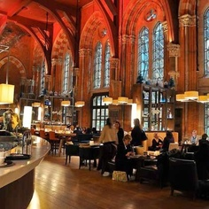 My favorite space (the lobby bar) in my favorite London hotel (the Renaissance St. Pancras). Visit at Christmastime: the tree is lovely!