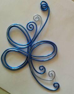 Pendentif en fil aluminium torsade bleu et argent