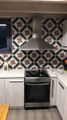 Odysseas 310 Pattern #mosaic #cement #tiles #patchwork #mix #match #mosaictiles #kitchen #kitchentiles #handmade #odysseas #tsourlakis #tsourlakistiles