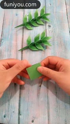 Paper Flowers Craft, Paper Crafts Origami, Paper Crafts For Kids, Origami Flowers, Flower Crafts, Origami Leaves, Paper Folding Crafts, Diy Crafts Hacks, Diy Crafts For Gifts