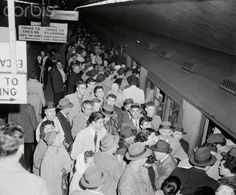 Crowds at Grand Central, packing on to the train. December Photo from Bettmann Corbis Images. Historical Photos, Old And New, New York City, December, Old Things, Photo Wall, Packing, Train, In This Moment