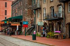Savannah Getaways : Savannah : Historic District : River Street Loft : 1019