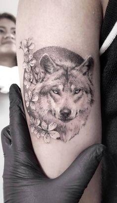 50 Of The Most Beautiful Wolf Tattoo Designs The Internet Has Ever Seen - KickAss Things - wolf tattoo © Zlata Kolomoyskaya - Wolf Tattoos, Bad Tattoos, Trendy Tattoos, Animal Tattoos, Future Tattoos, Body Art Tattoos, Small Tattoos, Girl Tattoos, Sleeve Tattoos