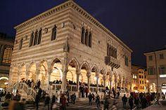 Udine - La Loggia del Lionello in notturna.