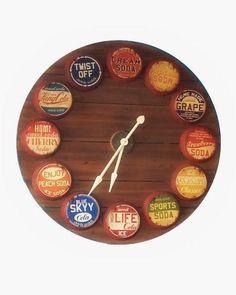 Un reloj para una decoración vintage a partir de chapas de botellas